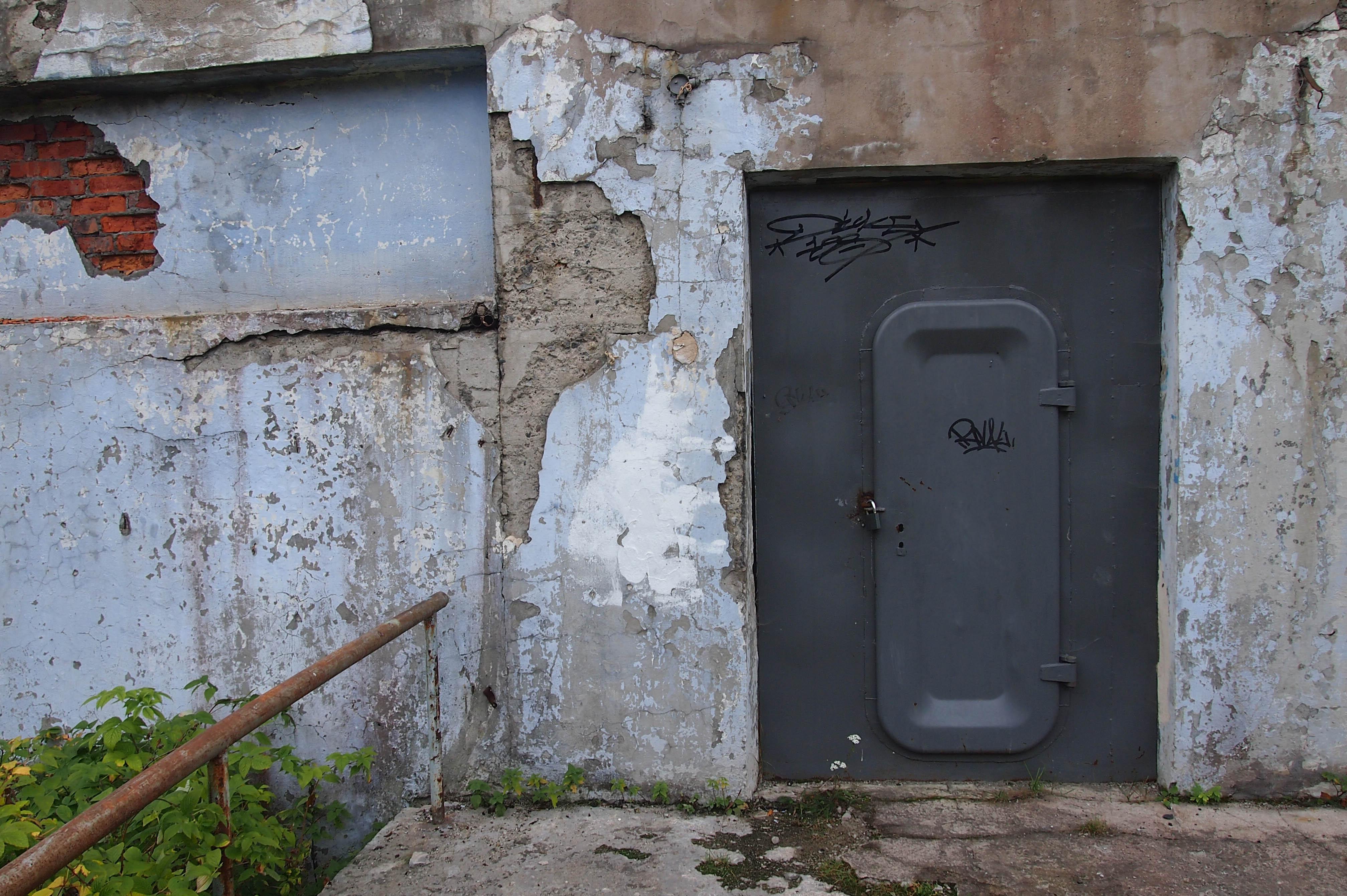 """Павильон """"Бесовы следки"""" закрыт полтора десятка лет. Фото: Валерий Поташов"""
