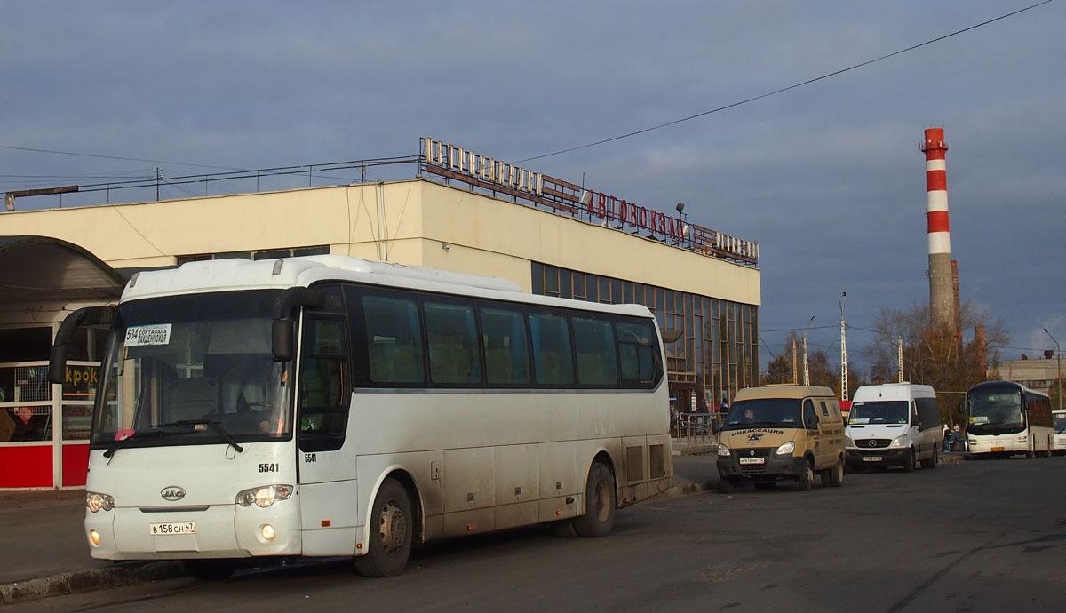 Организованный республиканскими властями конкурс на пригородные и межмуниципальные автобусные перевозки ударил по многим местным предпринимателям и небольшим фирмам. Фото: Валерий Поташов