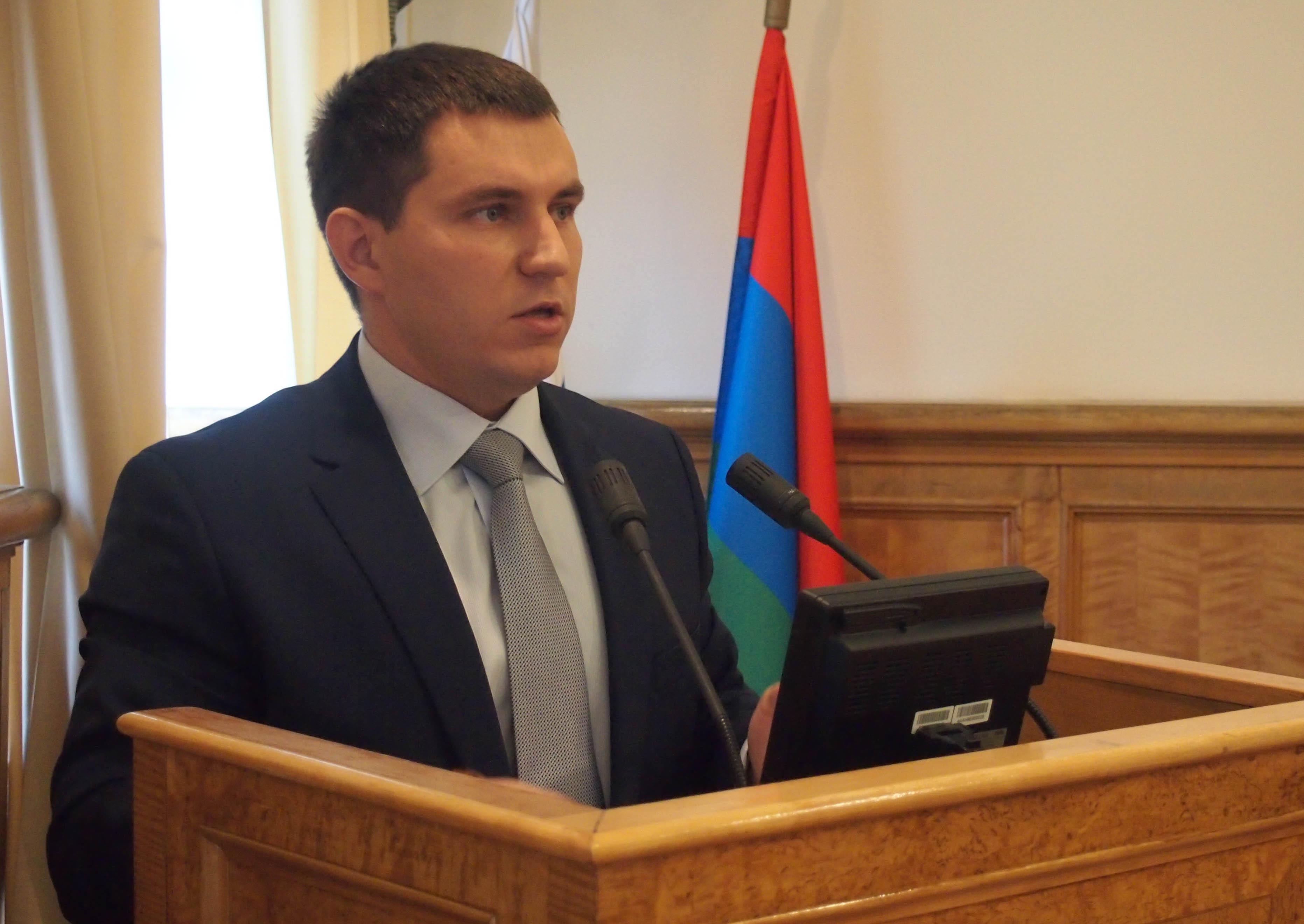 Сергей Максимов считает, что в случае принятия закона землю придется бесплатно предоставить половине населения Карелии. Фото: Валерий Поташов