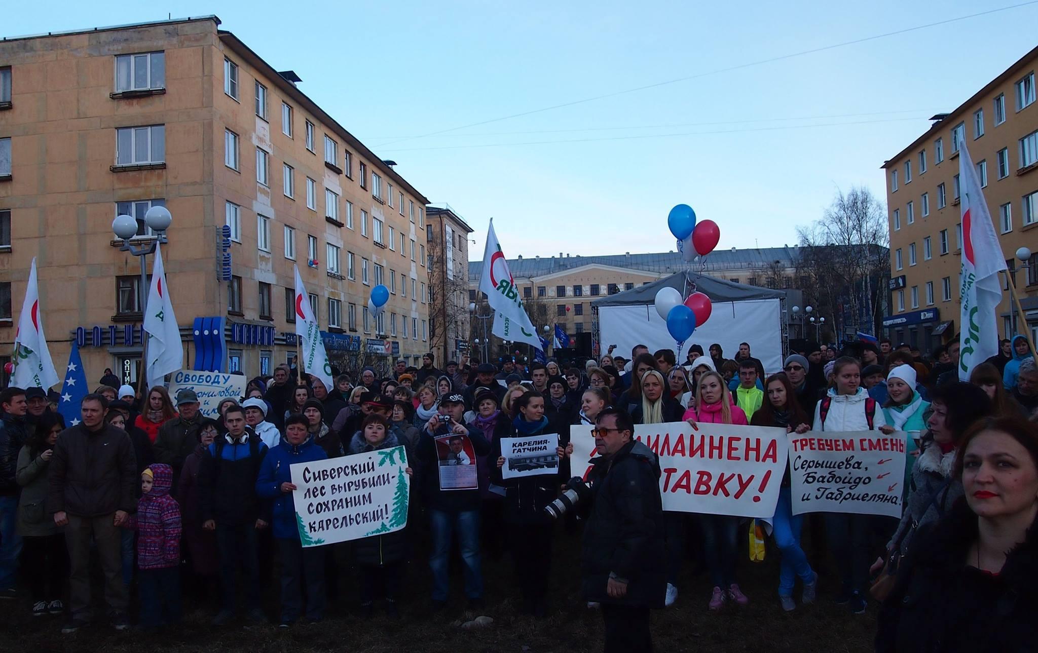 В акции на Студенческом бульваре приняли участие менее полусотни горожан. Фото: Валерий Поташов