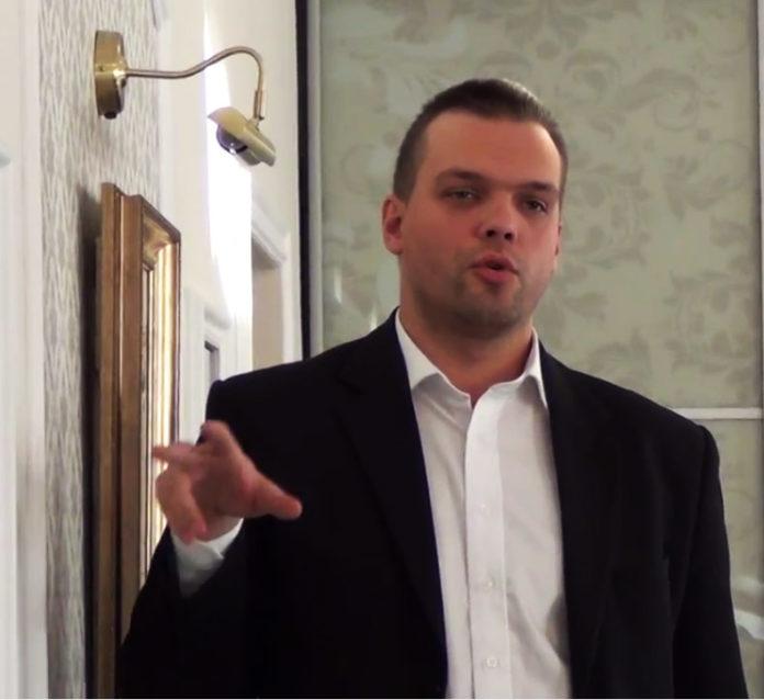 Блогер Владимир Полысалов, он же - главный специалист по агитации и пропаганде карельских