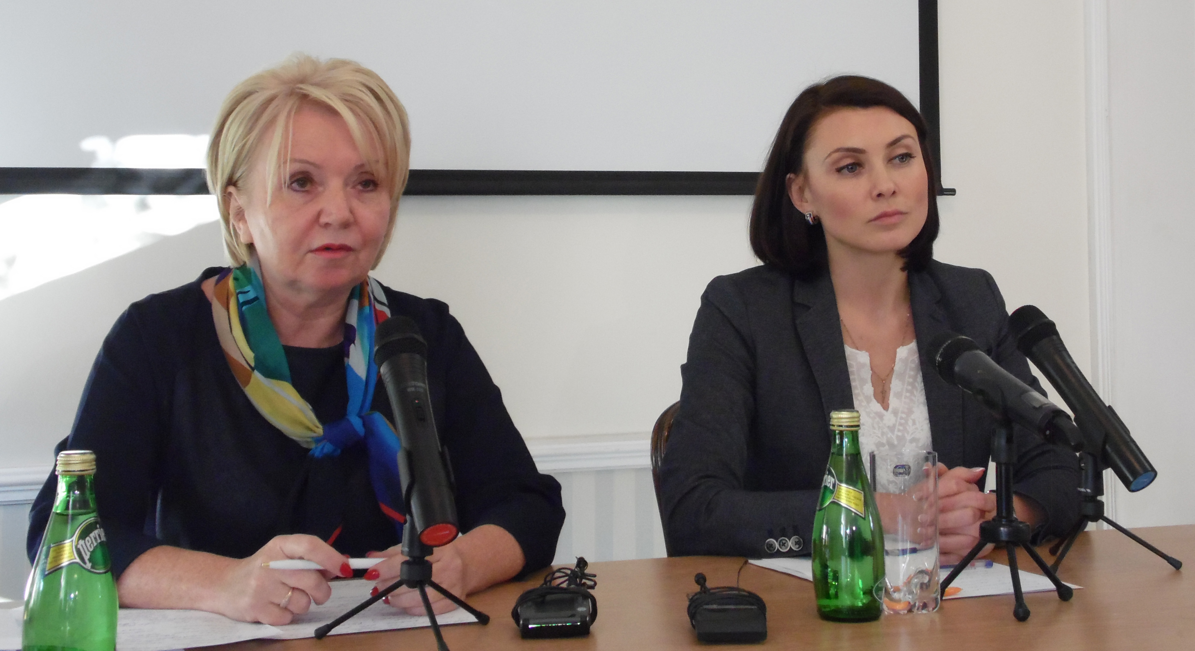 Эмилия Слабунова и Евгения Сухорукова на пресс-конференции в Петрозаводске. Фото: Алексей Владимиров