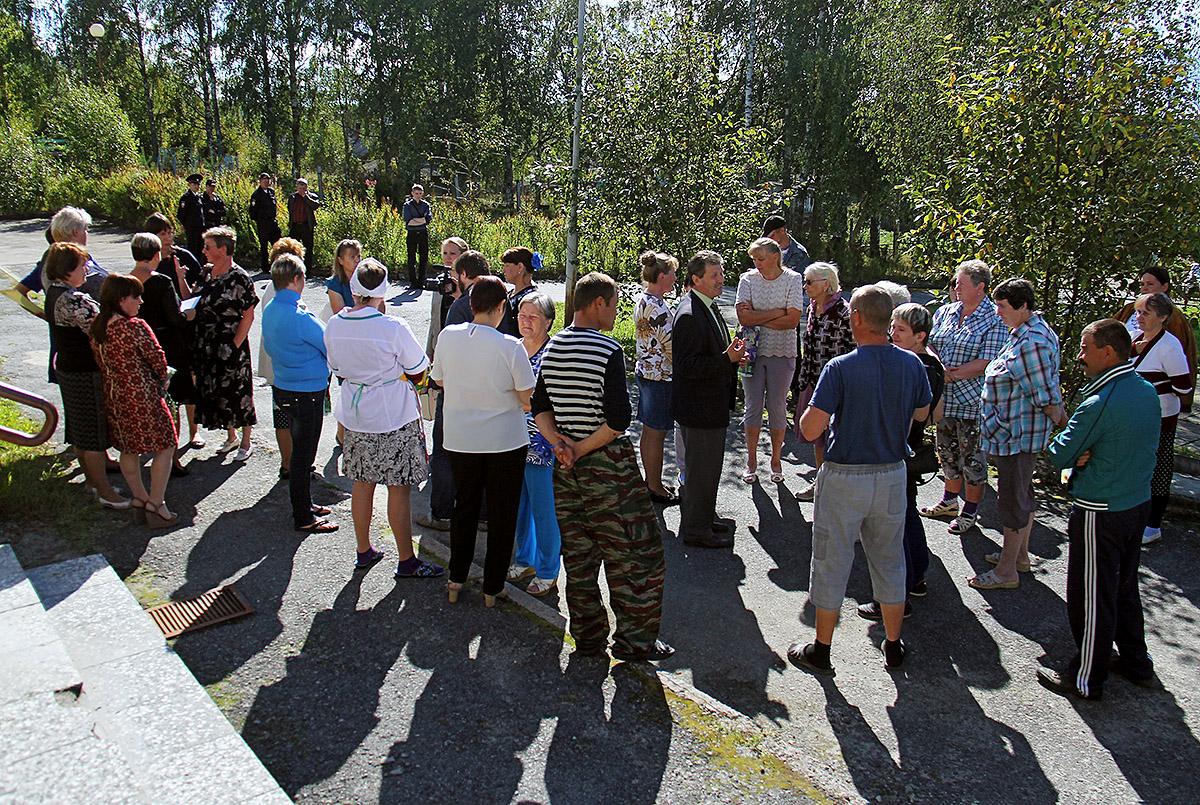 """""""Родительский бунт"""" в Заонежье. Фото: Губернiя Daily"""