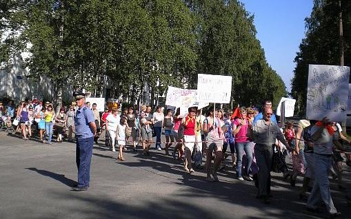 Увольнение Евгении Филюк в 2011 году вывело жителей Медвежьегорска на манифестацию. Фото: Валерий Поташов