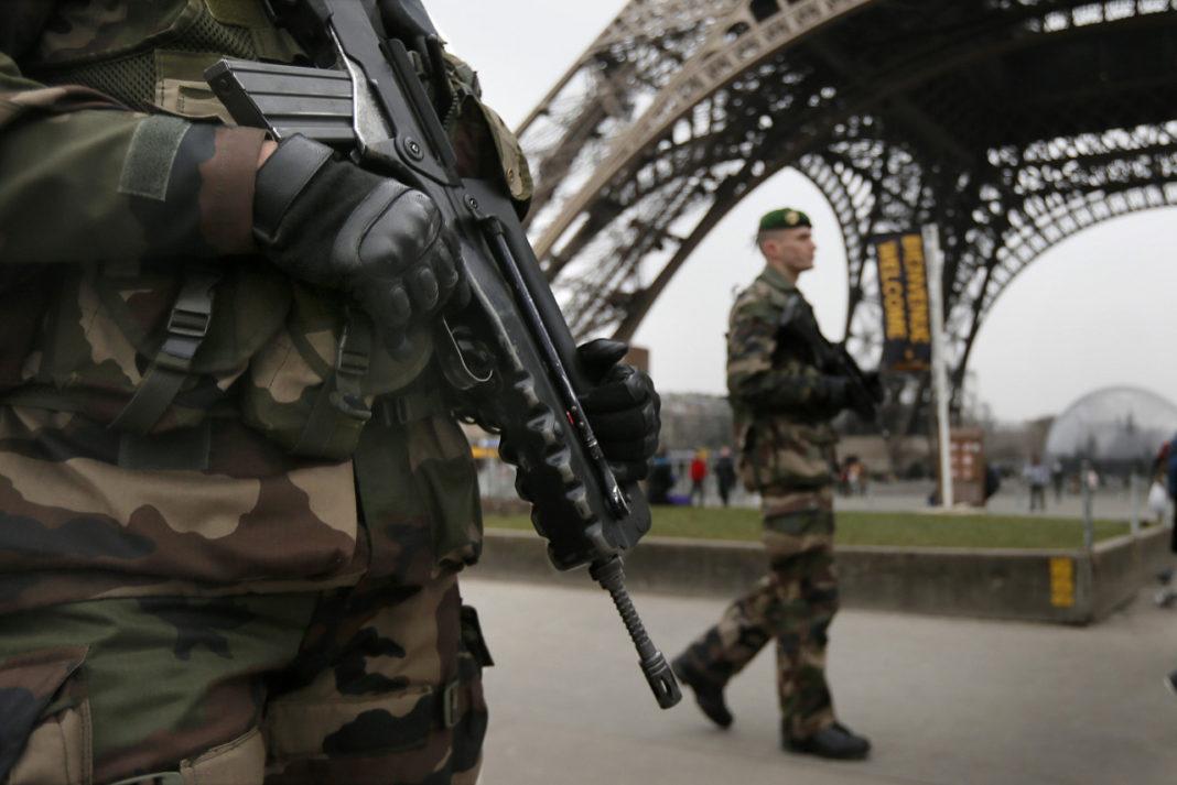 После серии терактов во Франции было введено чрезвычайное положение. Фото: wayempire.com