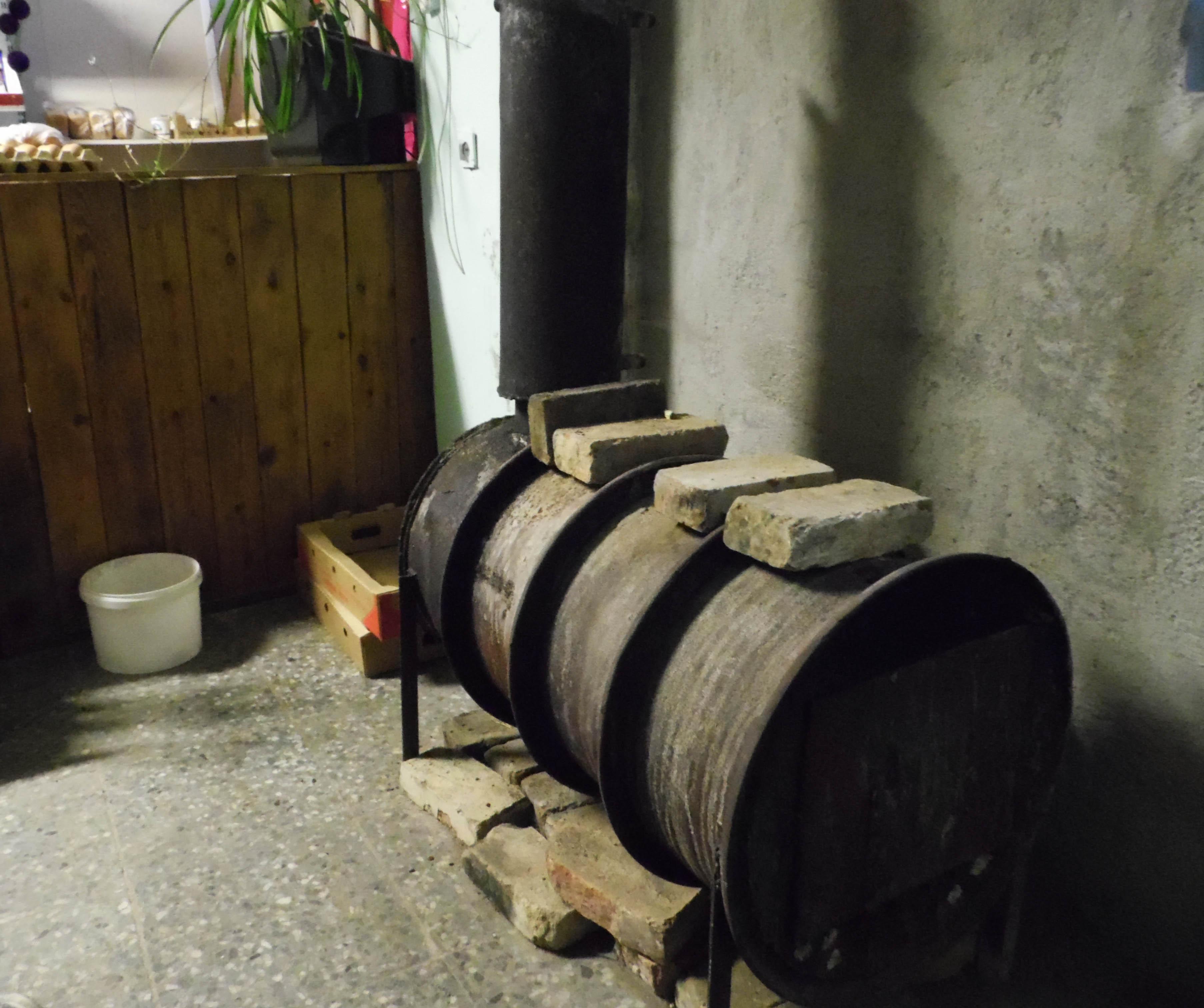 Обогревается малый бизнес печками. Фото: Алексей Владимиров
