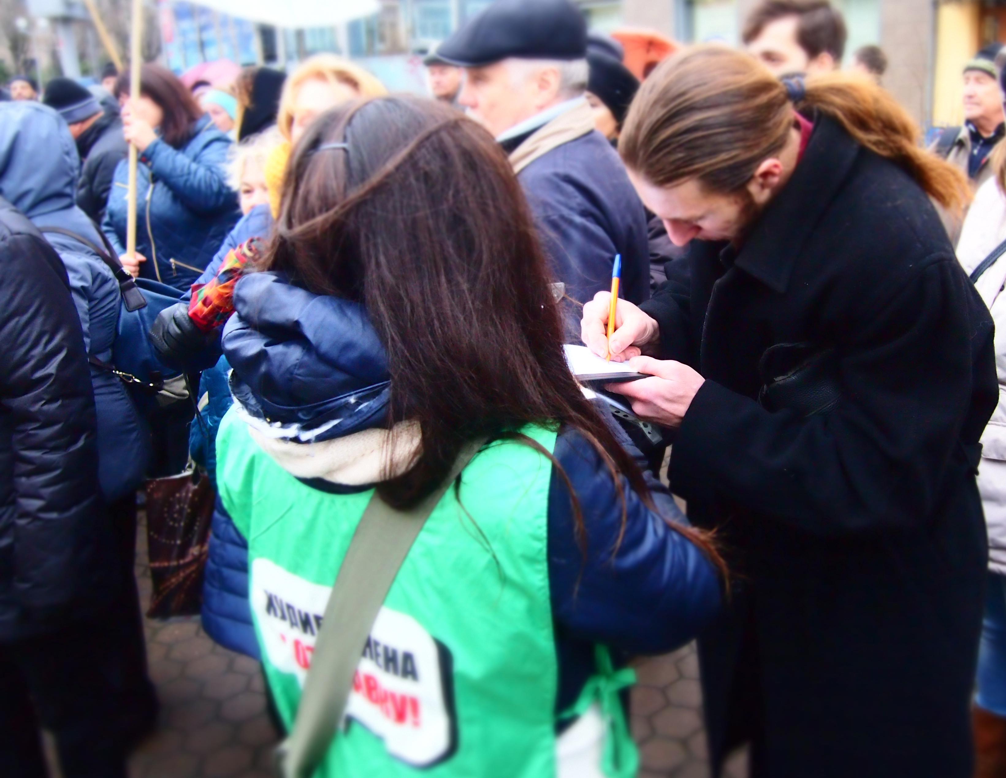 Сбор подписей за отставку Худилайнена. Фото: Валерий Поташов