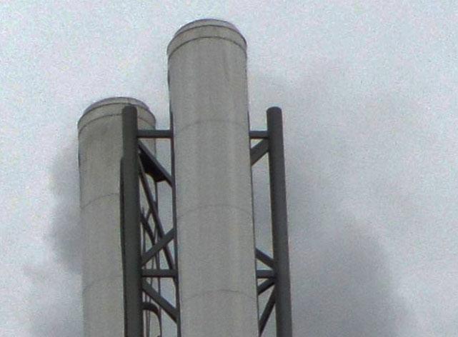 Над трубой газовой котельной идет дым. Фото: Алексей Владимиров