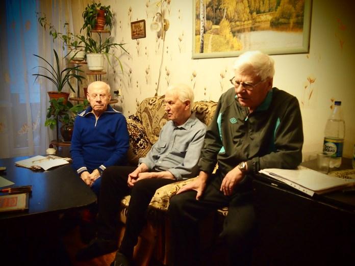 Участники войны и ветераны труда несколько лет добиваются исполнения судебного решения о сносе незаконной торговой пристройки в Петрозаводске. Фото: Валерий Поташов