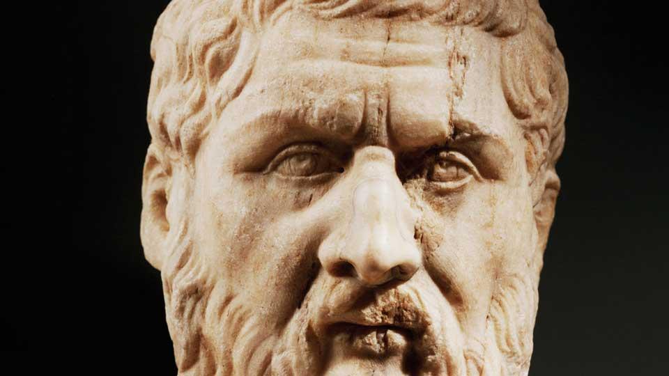 Таким остался древнегреческий философ Платон в скульптуре. Фото: vk.com