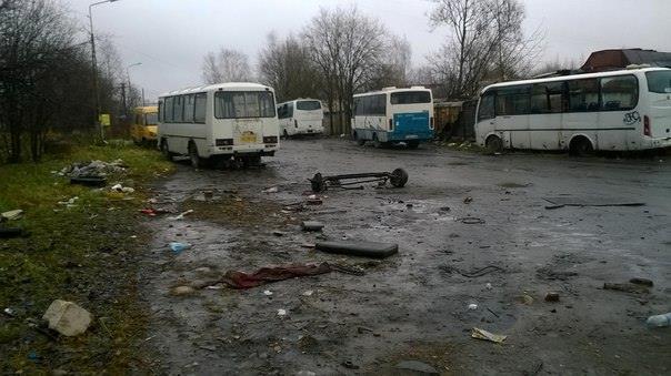 Вот так ремонтируют пассажирские автобусы в Петрозаводске, по соседству с ГИБДД. Фото: facebook.com