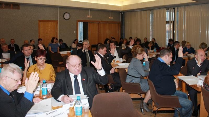 На сессии Петросовета. Фото: petrosovet.info