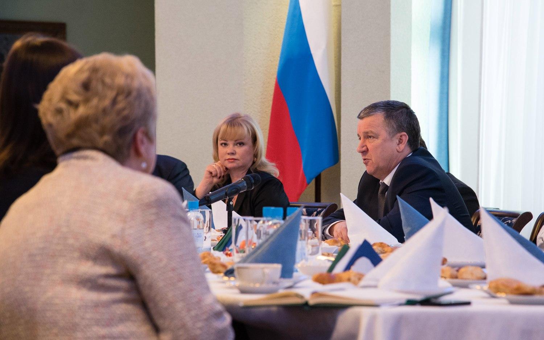 Глава Карелии со своим бывшим пресс-секретарем Вероникой Галкиной. Фото: rk.karelia.ru