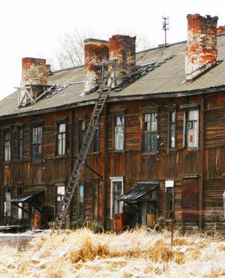 Программа расселения ветхого жилья выполнена в Карелии всего на 11%. Фото: mustoi.ru