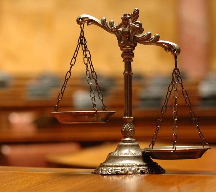 Юридические услуги в России превращаются в адвокатскую монополию? Фото: facebook.com