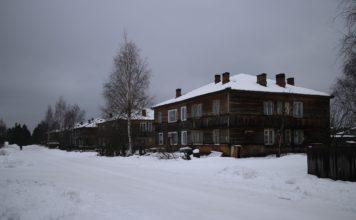 В таких домах живут в Муезерском районе. Фото: Максим Тихонов