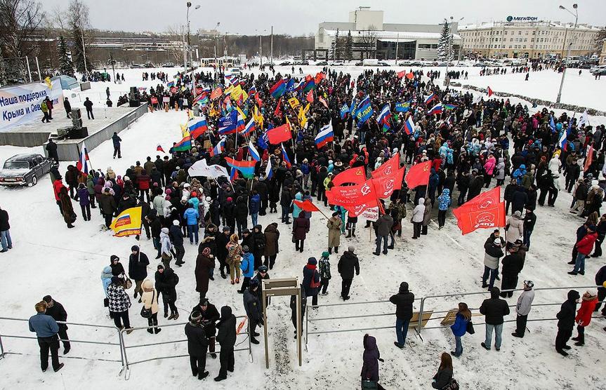 Митинг по случаю присоединения Крыма к России в 2014 году проходил на площади Кирова. Фото: Губернiя Daily