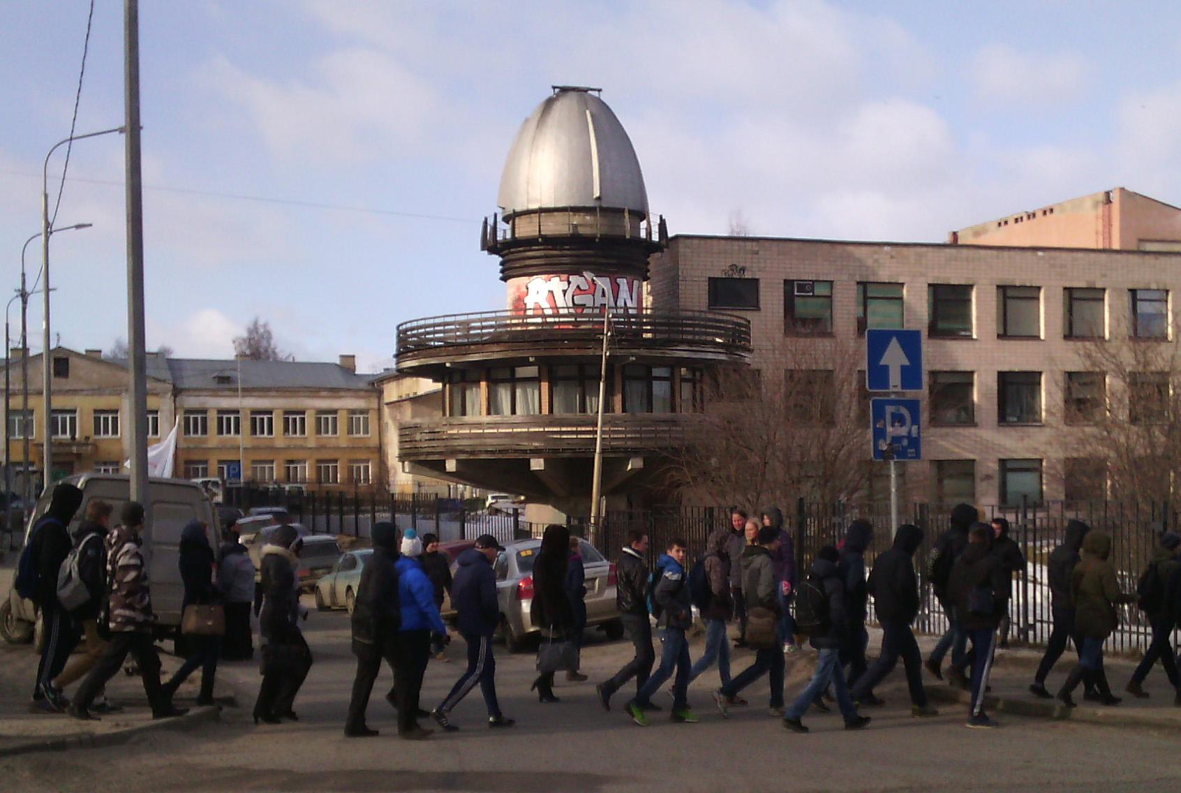 Студентов ведут на митинг в Петрозаводске. Фото: Валерий Поташов