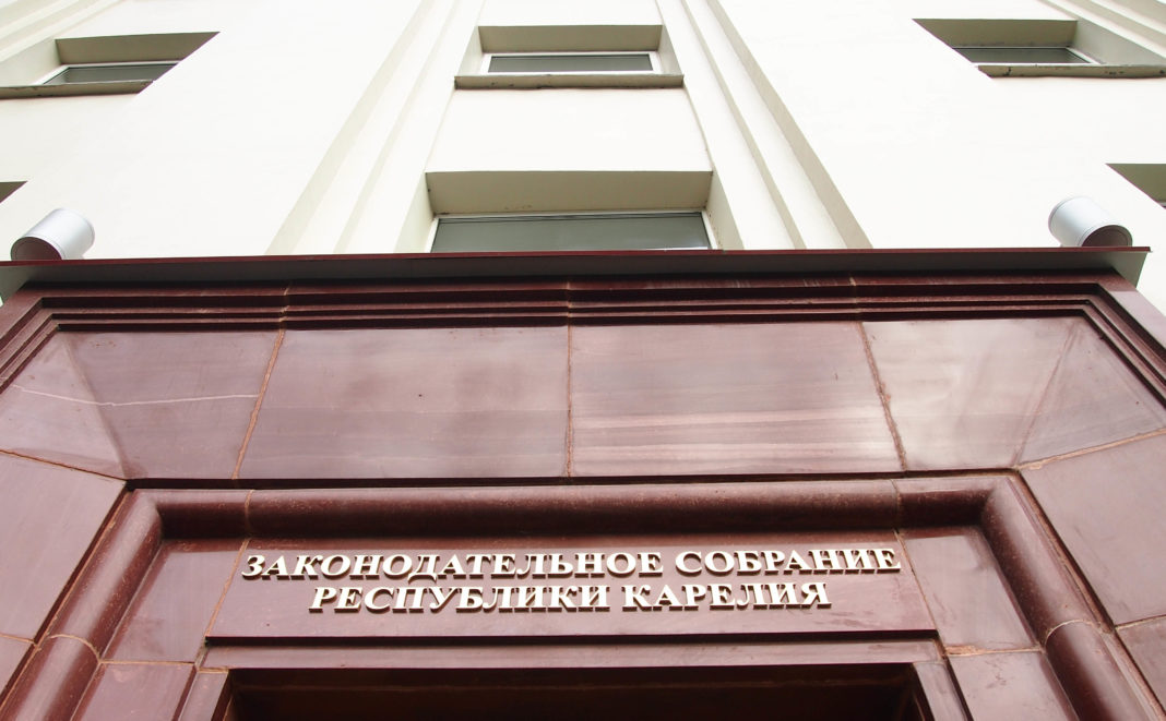 Профильный комитет карельского парламента поддержал губернаторскую поправку в региональный закон об образовании. Фото: Валерий Поташов