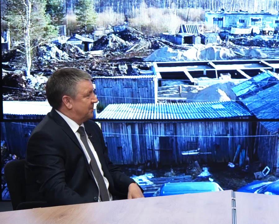 Глава Карелии на фоне картины нынешней Карелии. Фрагмент интервью lenta.ru