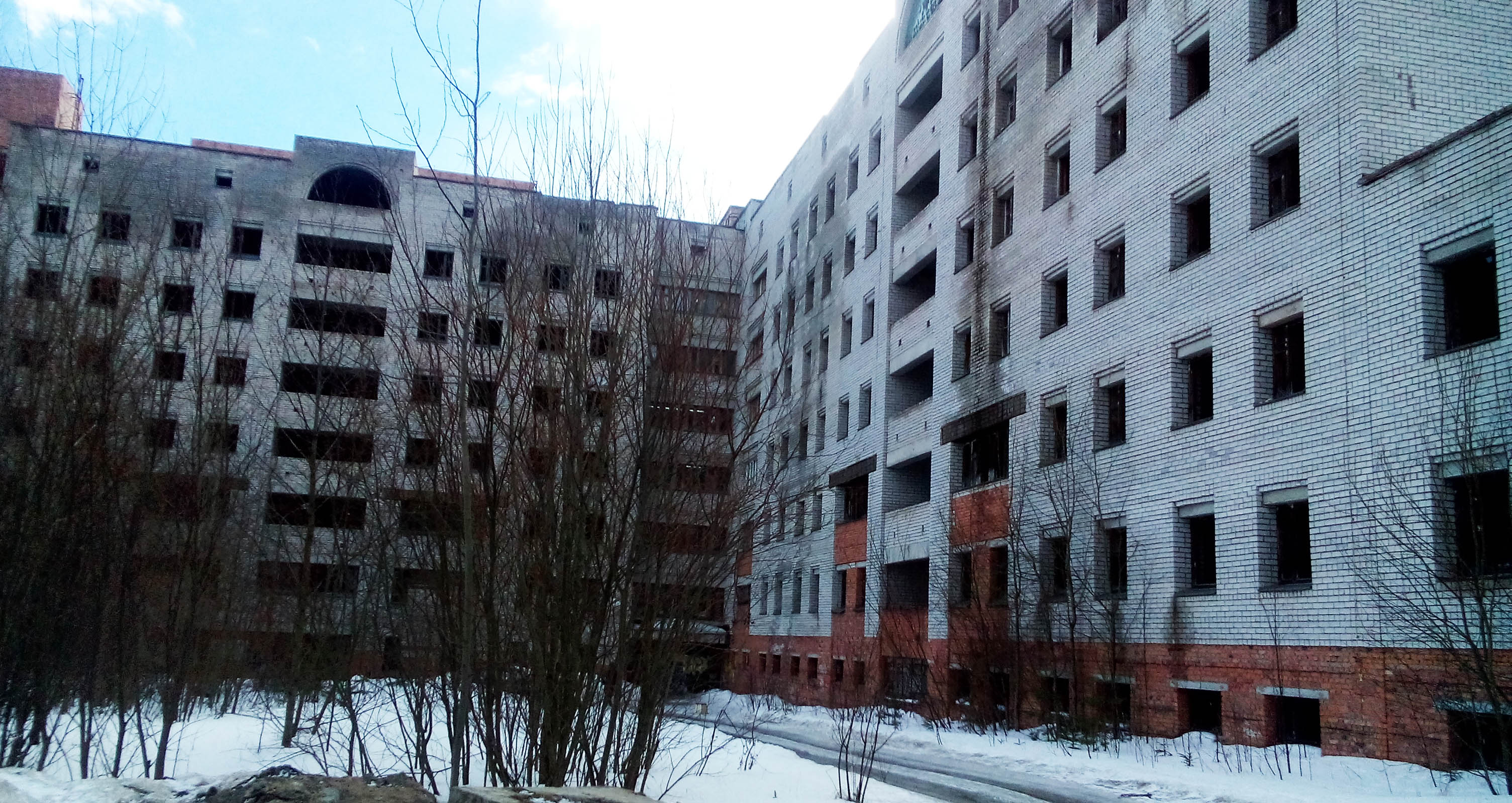 Диагностический центр - один из самых знаменитых карельских недостроев советских времен. Фото: Татьяна Смирнова