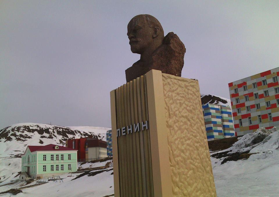 Один из самых северных памятников Ленину находится в Баренцбурге. Фото: Валерий Поташов