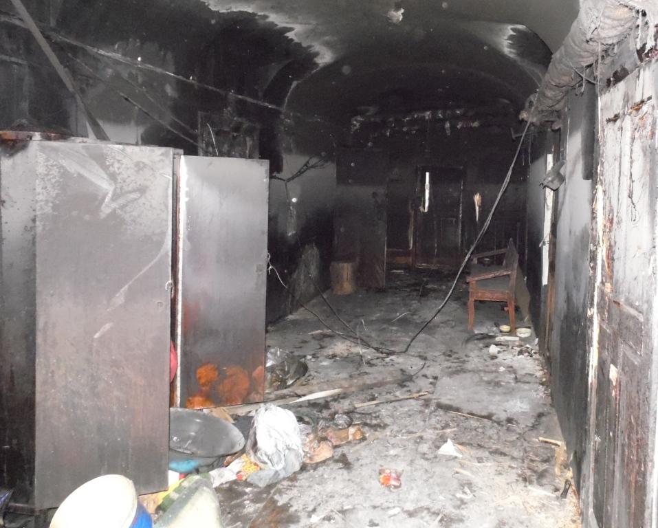 Дверь, через которую могли бы эвакуироваться жильцы, оказалась замурована. Фото: Алексей Владимиров