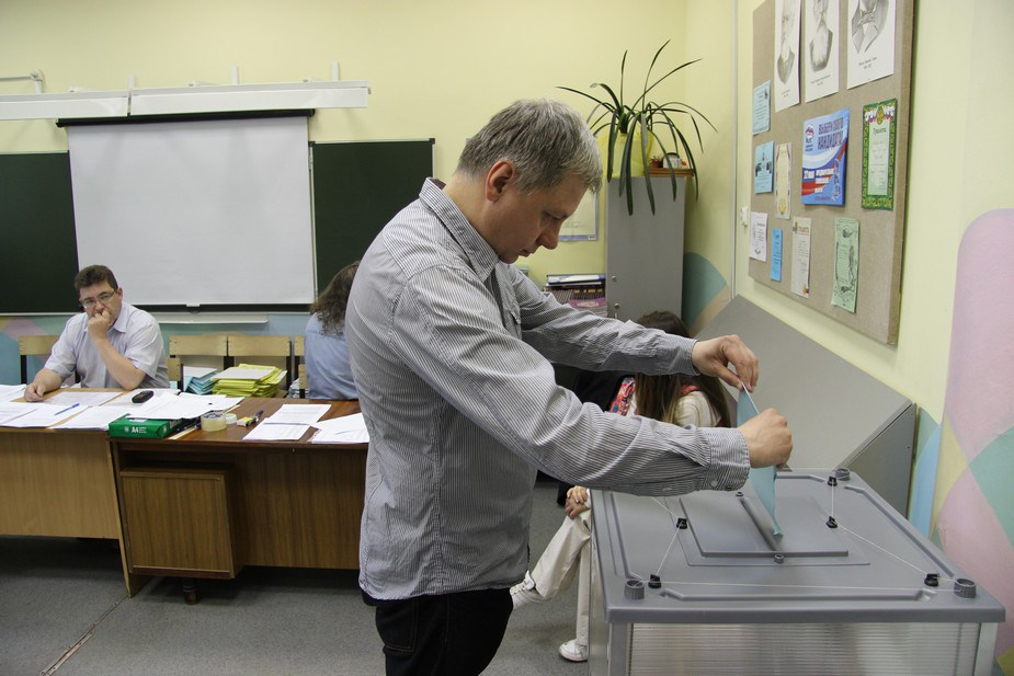 """На праймериз """"Единой России"""" использовалось оборудование избирательных комиссий. Фото: Глеб Яровой"""