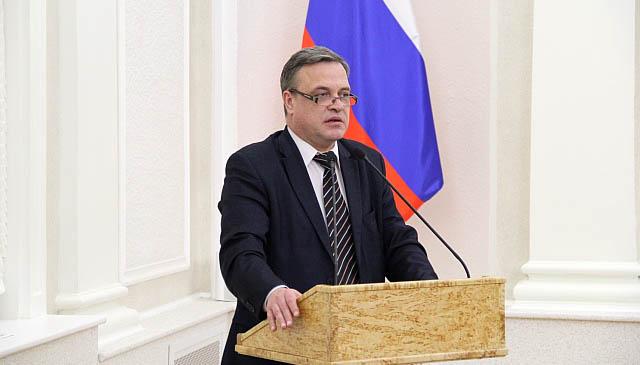 Руководитель губернаторской администрации Анатолий Моисеев, хотя и входит в правительство, премьер-министру не подчиняется. Фото: gov.karelia.ru