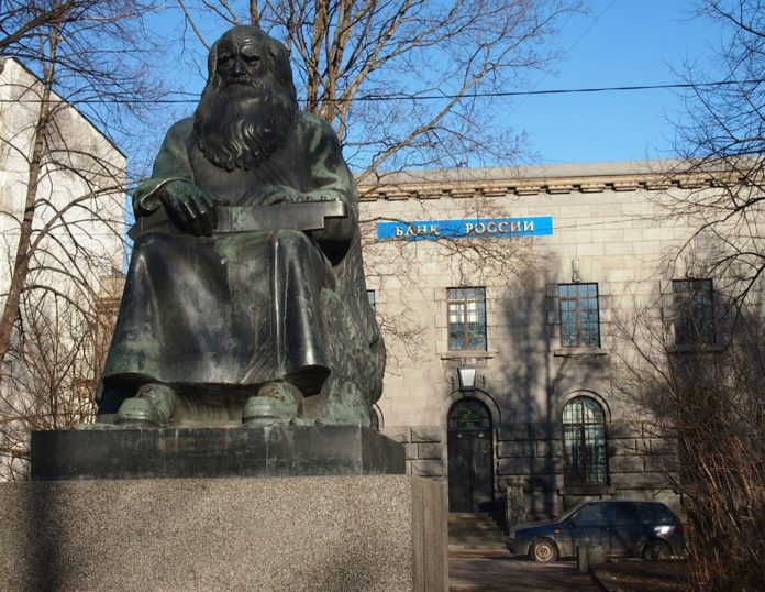Памятник рунопевцу в карельском городе Сортавале. Фото: Валерий Поташов