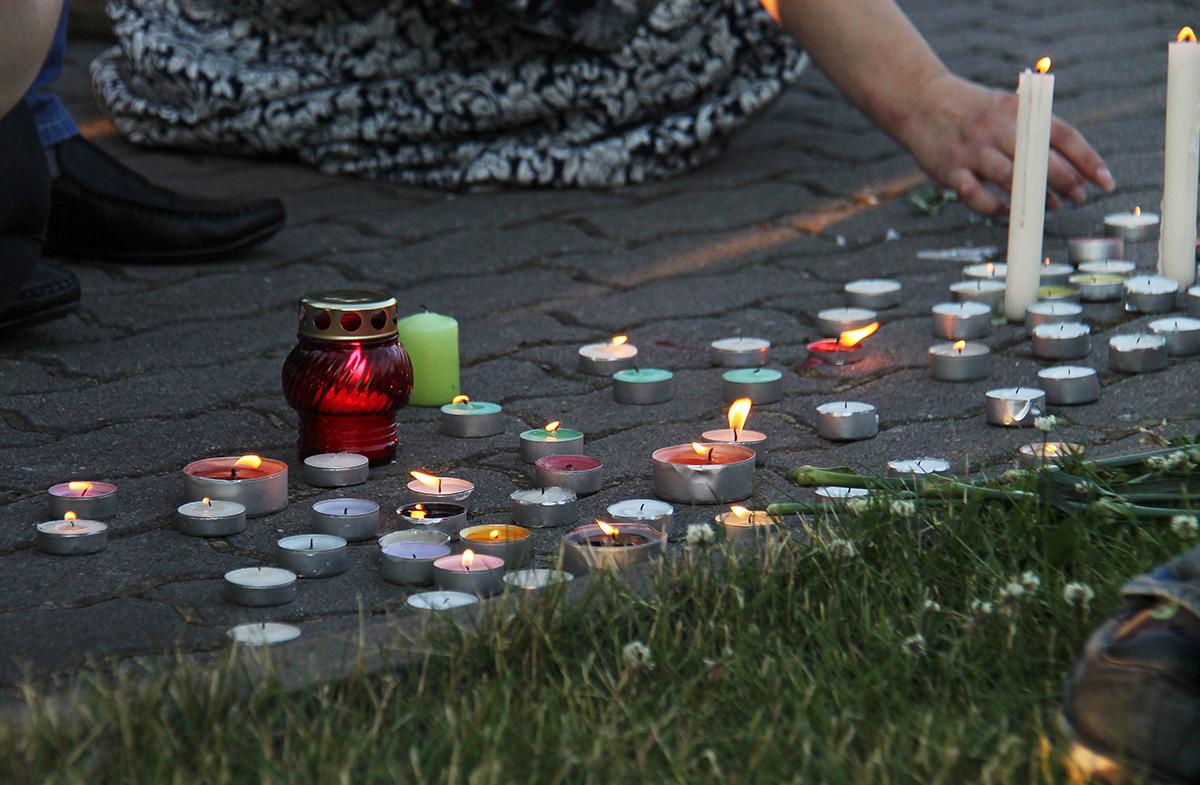 Вечером 20 июня на набережной Онежского озера прошла акция памяти жертв трагедии на Сямозере. Фото: Губернiя Daily