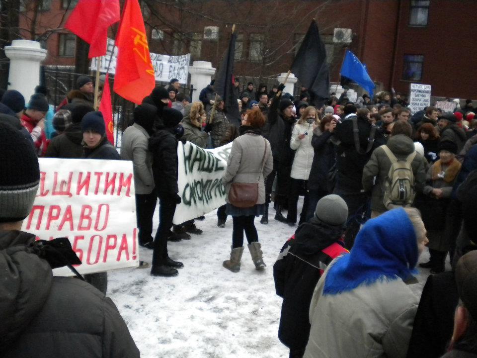 """Акция """"За честные выборы"""" перед зданием правительства Карелии в декабре 2011 года. Фото: Валерий Поташов"""