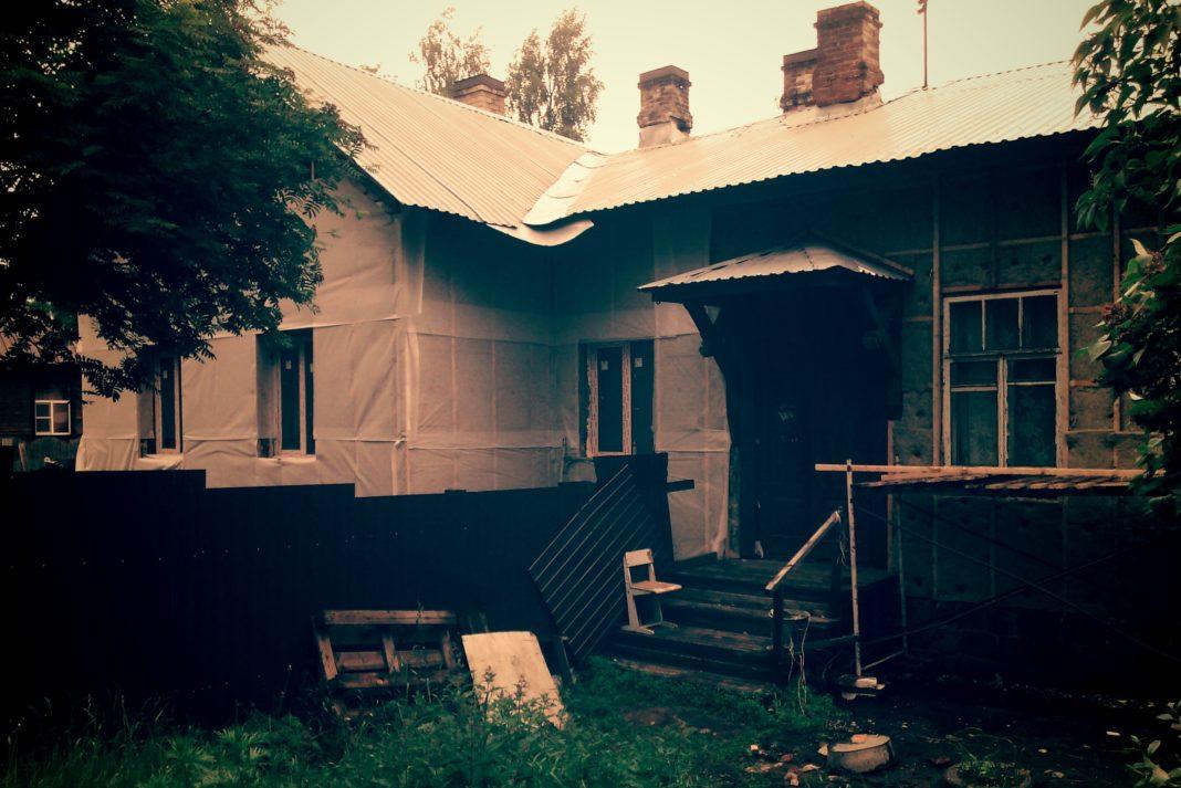 В 2016 году только в Петрозаводске планируется капитально отремонтировать 72 многоквартирных дома, но пока завершен ремонт лишь одного. Фото: mustoi.ru