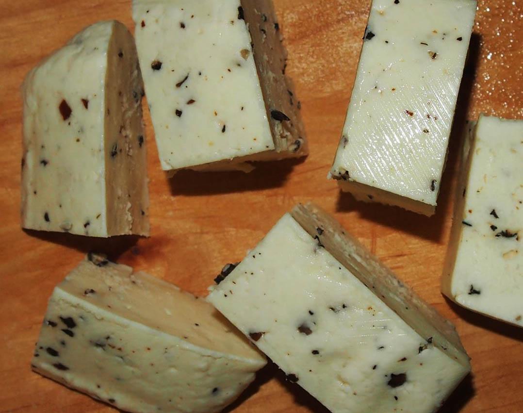 Объемы карельского сыроварения пока тоже ничтожно малы, а цена на его продукцию весьма высока. Фото: Валерий Поташов