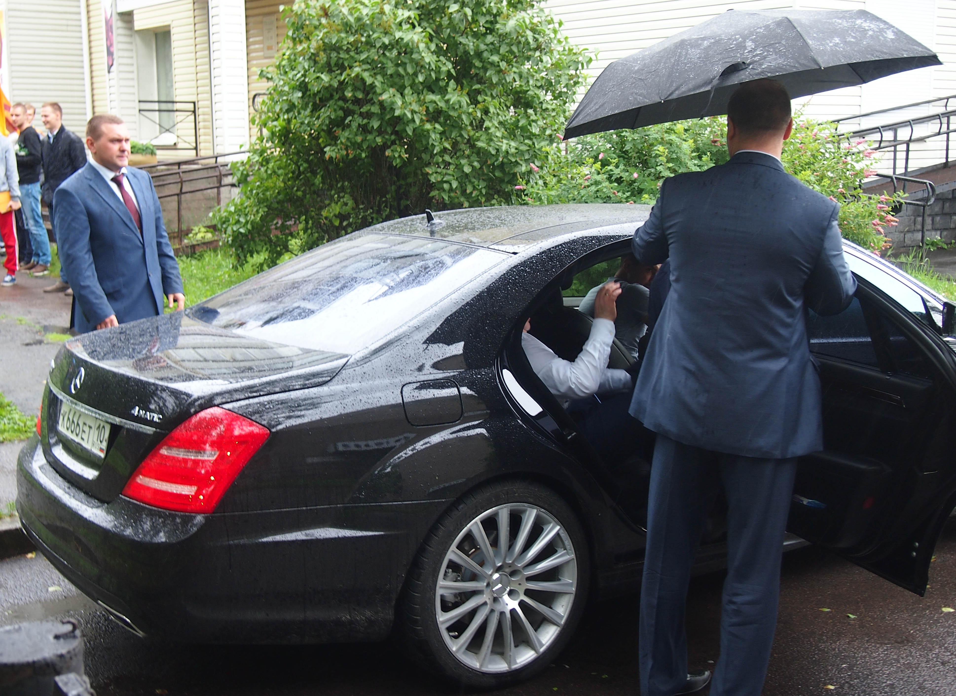 После встречи с гражданами Миронов отправился на пресс-конференцию. Фото: Валерий Поташов