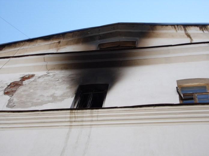 Закон о передаче имущества монастырю касался Зимней гостиницы, где в этом году произошел пожар. Фото: Алексей Владимиров