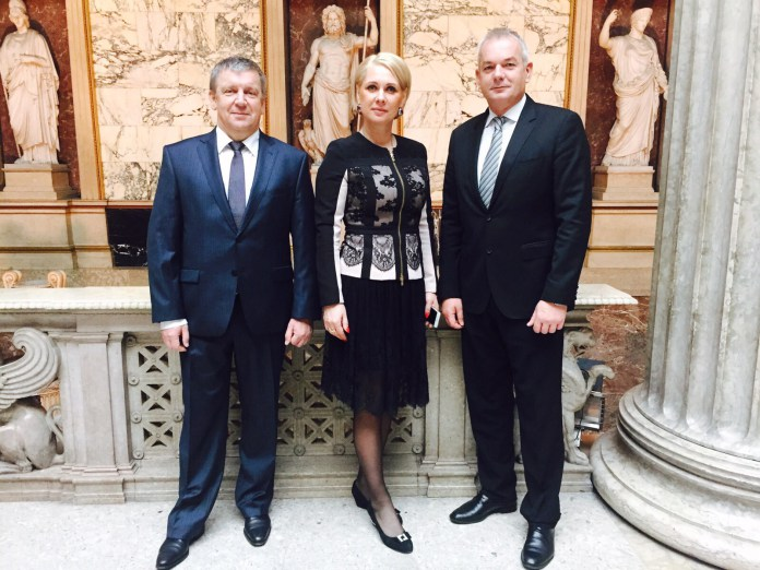 Анна Позднякова сопровождала карельского губернатора во время официального визита в Австрию. Фото: kr-rk.ru