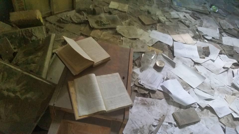 Такую картину можно увидеть сегодня в бывшей школе карельского города Медвежьегорска. Фото: Олег Дроздов