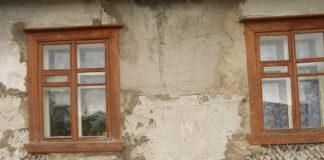 Этот барак власти Медвежьегорска на протяжении нескольких лет не хотели признавать ветхим жильем. Фото: Валентина Евсеева