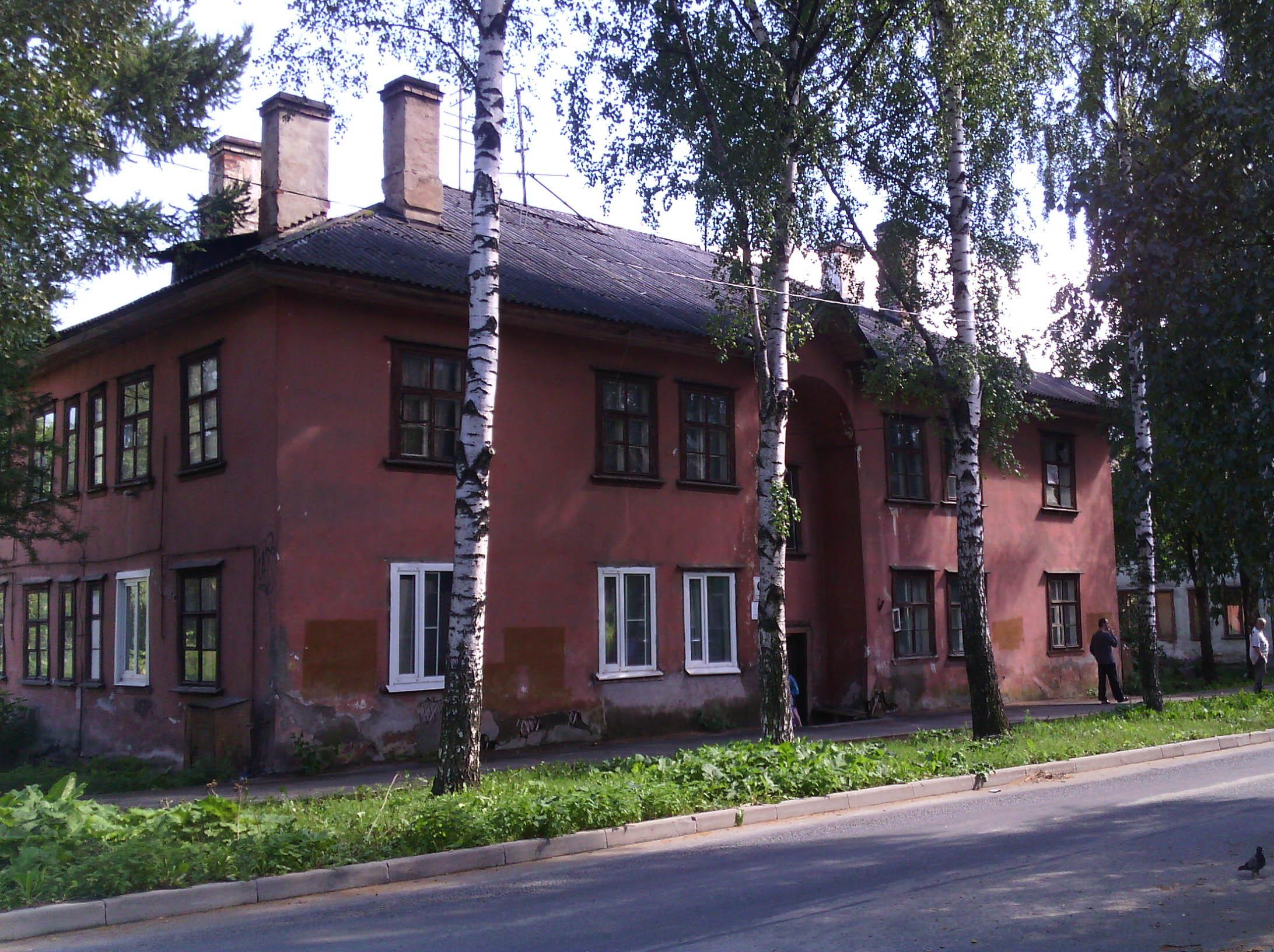 Жильцов дома на улице Коммунистов в Петрозаводске ждет расселение. Фото: Валерий Поташов