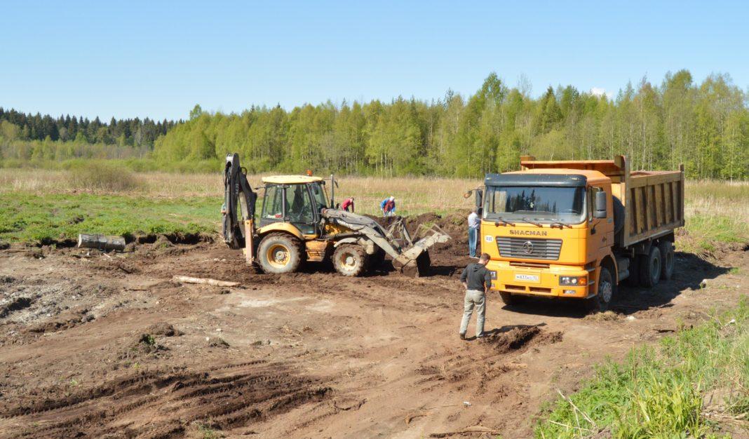 Плодородную почву в карельском Приладожье воруют в промышленных масштабах. Фото: Александр Луговской