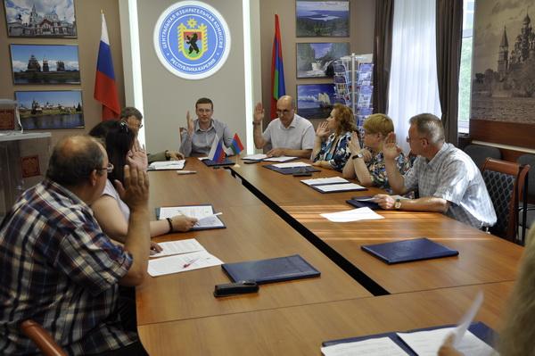 На заседании Центральной избирательной комиссии Карелии. Фото: ЦИК республики