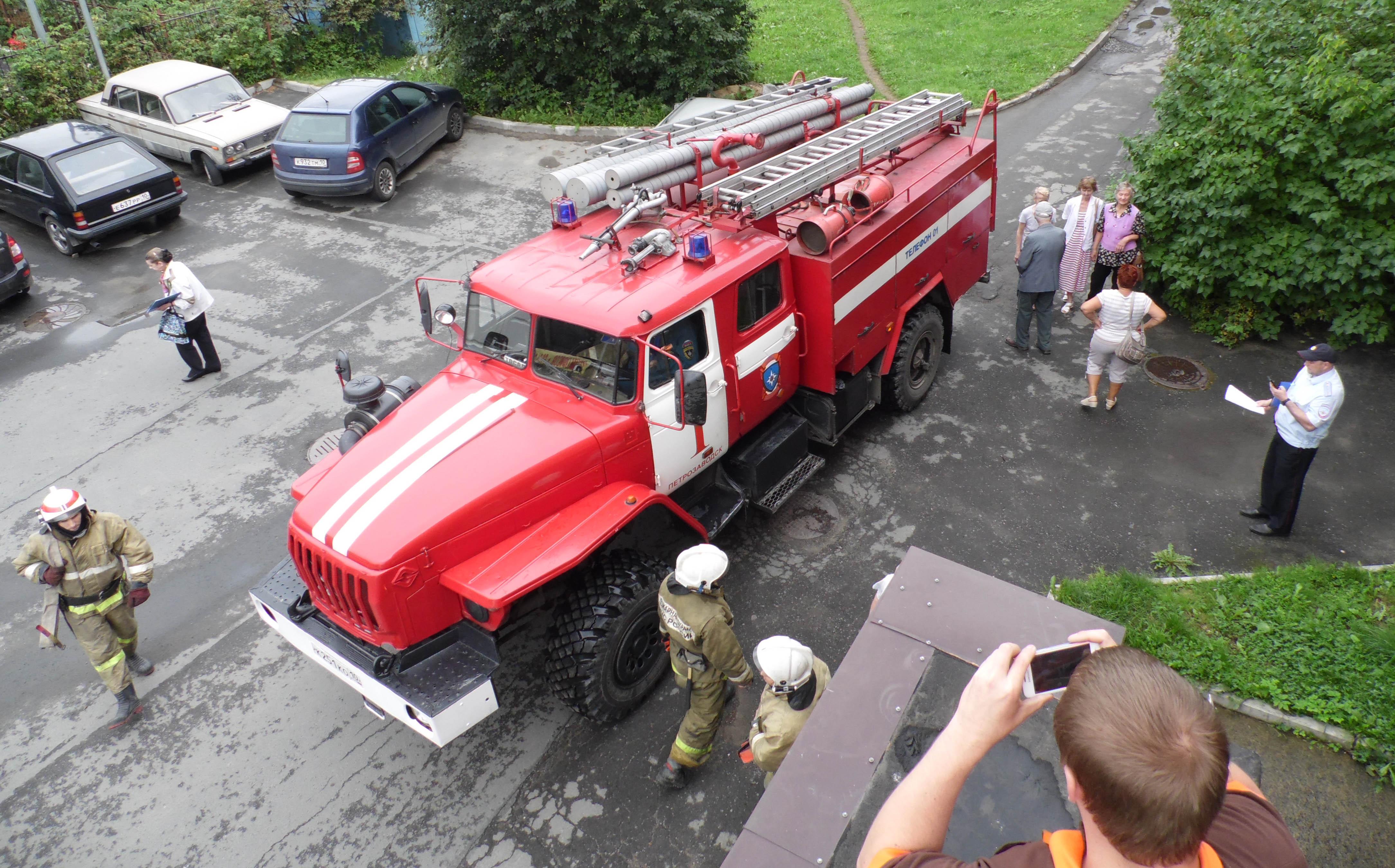 На место событий вызван пожарный расчет. Фото: Алексей Владимиров
