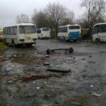 Ремонтом автобусов в Петрозаводске занимаются прямо на улице. Фото: facebook.com