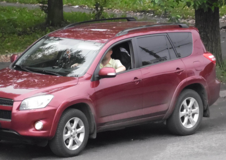 Все происходившее на крыше снимали из этого автомобиля. Фото: Алексей Владимиров