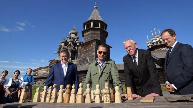 Нелидов с Медведевым, Худилайненом и Мединским на Кижах. Фото: правительство. рф