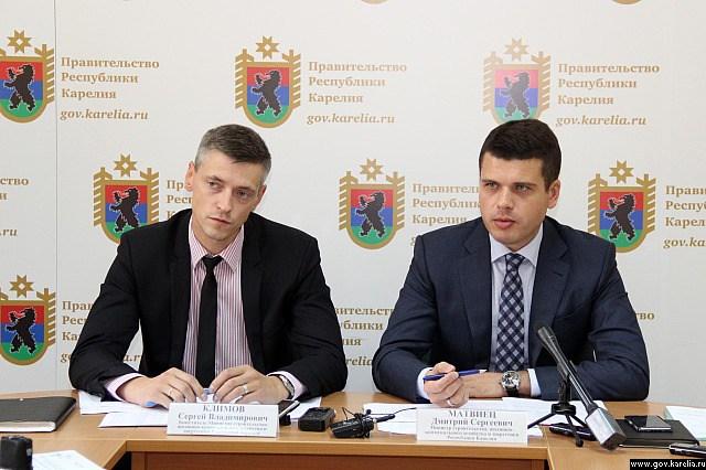 Глава карельского Минстроя Дмитрий Матвиец и его заместитель Сергей Климов. Фото: gov.karelia.ru
