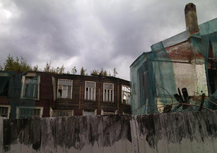 Разрушенное здание бывшей детской поликлиники в центре Петрозаводска. Фото: Валерий Поташов