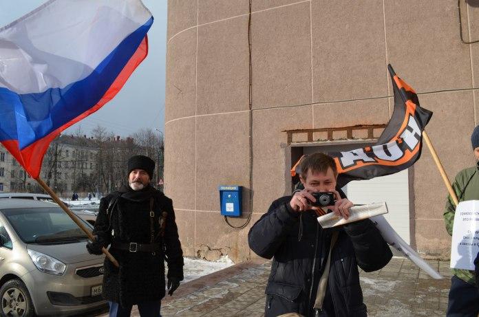 Акция НОД перед лекцией о гомосексуализме в Петрозаводске. Фото: Наталья Ермолина