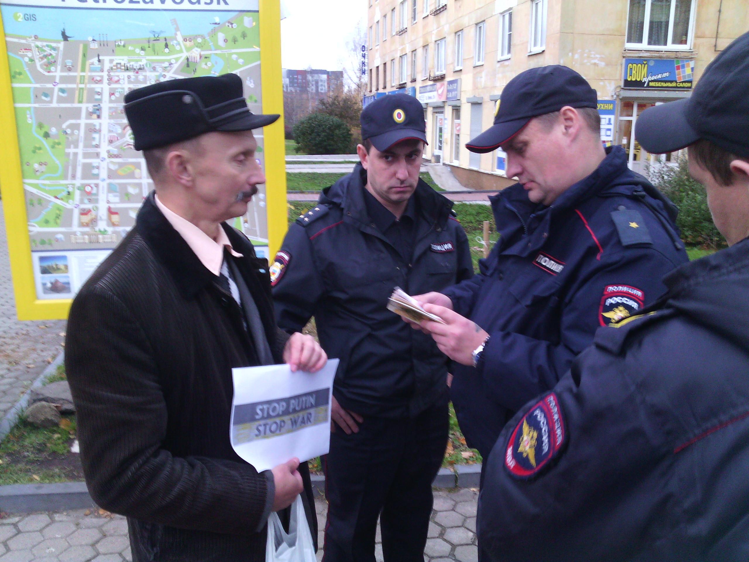 Андрея Литвина на Студенческом бульваре встретила полиция. Фото: Валерий Поташов